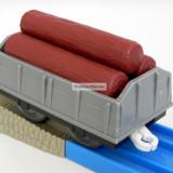 TOMY - Thomas and Friends - TrackMaster - Vagon gri incarcat cu trei busteni