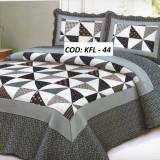 Cuvertura de pat + doua fete perna
