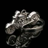 Breloc auto model moto metalic + cutie simpla cadou