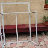 Fereastra metal cornier
