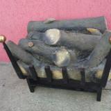 Aranjament de lemne arzand cu jar, pe suport din fier forjat - Semineu