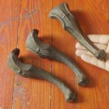 Lot 3 bucati - Vechi picioare din fonta pentru cuptor / soba sau alte lucruri ! - Metal/Fonta