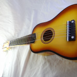 Chitara Acustica dimensiuni medii pentru copii