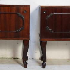 Set 2 noptiere Vintage cu picioare din lemn masiv; Noptiera cu raft