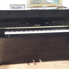 Pianina Yamaha, fabricata in Japonia in 1998