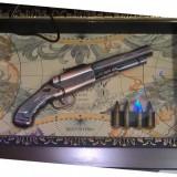 Panoplie arme clasice cu un singur pistol tablou pe fundal cu harta