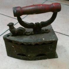 Fier de calcat cu carbuni - vechi, stare buna - Metal/Fonta