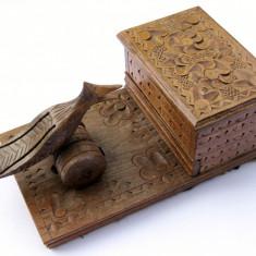 Tabachera porttigaret de masa cu pasare din lemn sculptat manual