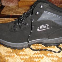 Bocanci autentici NIKE marime 40 - Noi - Germania - Bocanci barbati Nike, Culoare: Negru